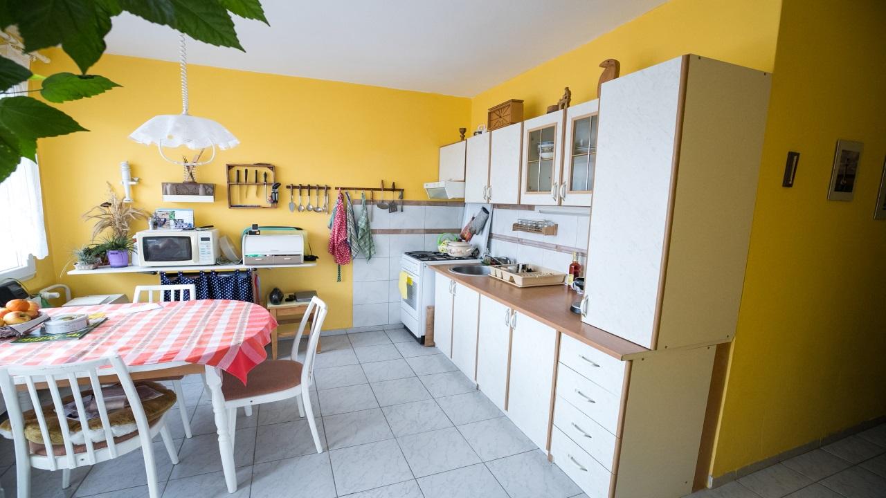 Exkluzívne – ponúkame na predaj 2 izbový slnečný byt s výborným výhľadom v Banskej Bystrici na Spojovej ulici s výmerou 63 m2. Info: https://www.youtube.com/watch?v=dJUz9lMIS7o…